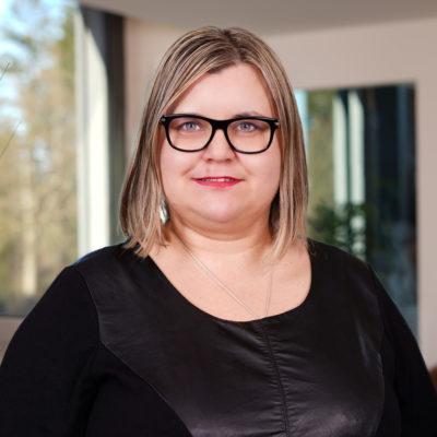 Magdalena Wilken Mitarbeiterin von Pflegehilfe redet über 24 Stunden Betreuung, betreutes Wohnen, Betreuung bei Demenz, Betreuung bei Alzheimer, Betreuung bei Parkinson und Palliativcare