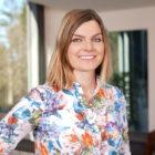 Karolina Konieczna Mitarbeiterin von Pflegehilfe redet über 24 Stunden Betreuung, betreutes Wohnen, Betreuung bei Demenz, Betreuung bei Alzheimer, Betreuung bei Parkinson und Palliativcare