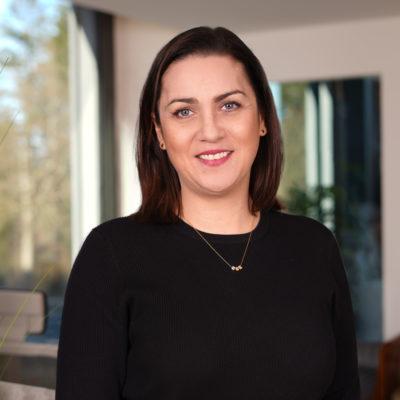 Agnieszka Wisniewska Mitarbeiterin von Pflegehilfe redet über 24 Stunden Betreuung, betreutes Wohnen, Betreuung bei Demenz, Betreuung bei Alzheimer, Betreuung bei Parkinson und Palliativcare