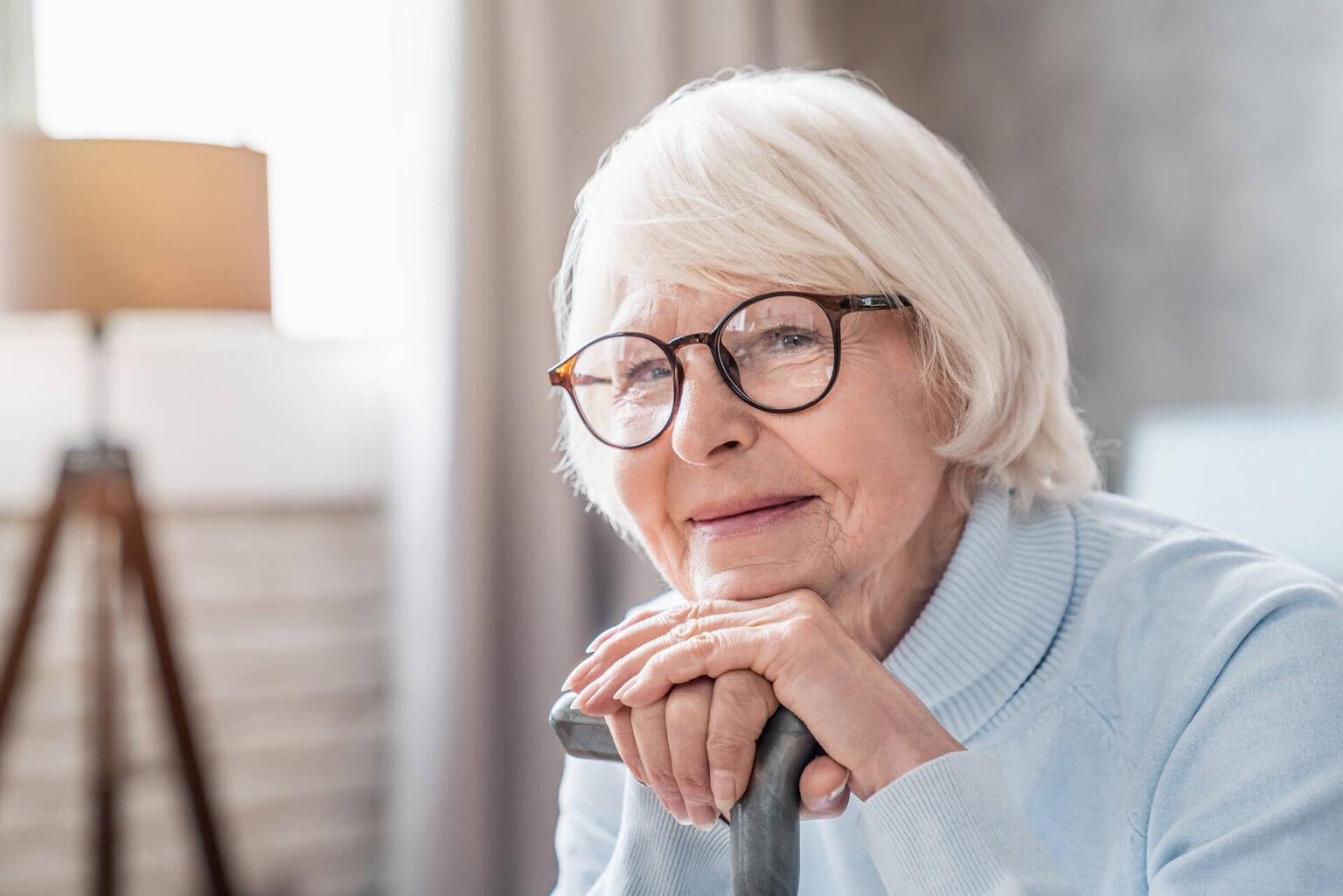 Frau bei der 24 Stunden Pflege und Betreuung für Demenz